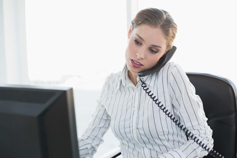 電話対応で役立つ英語