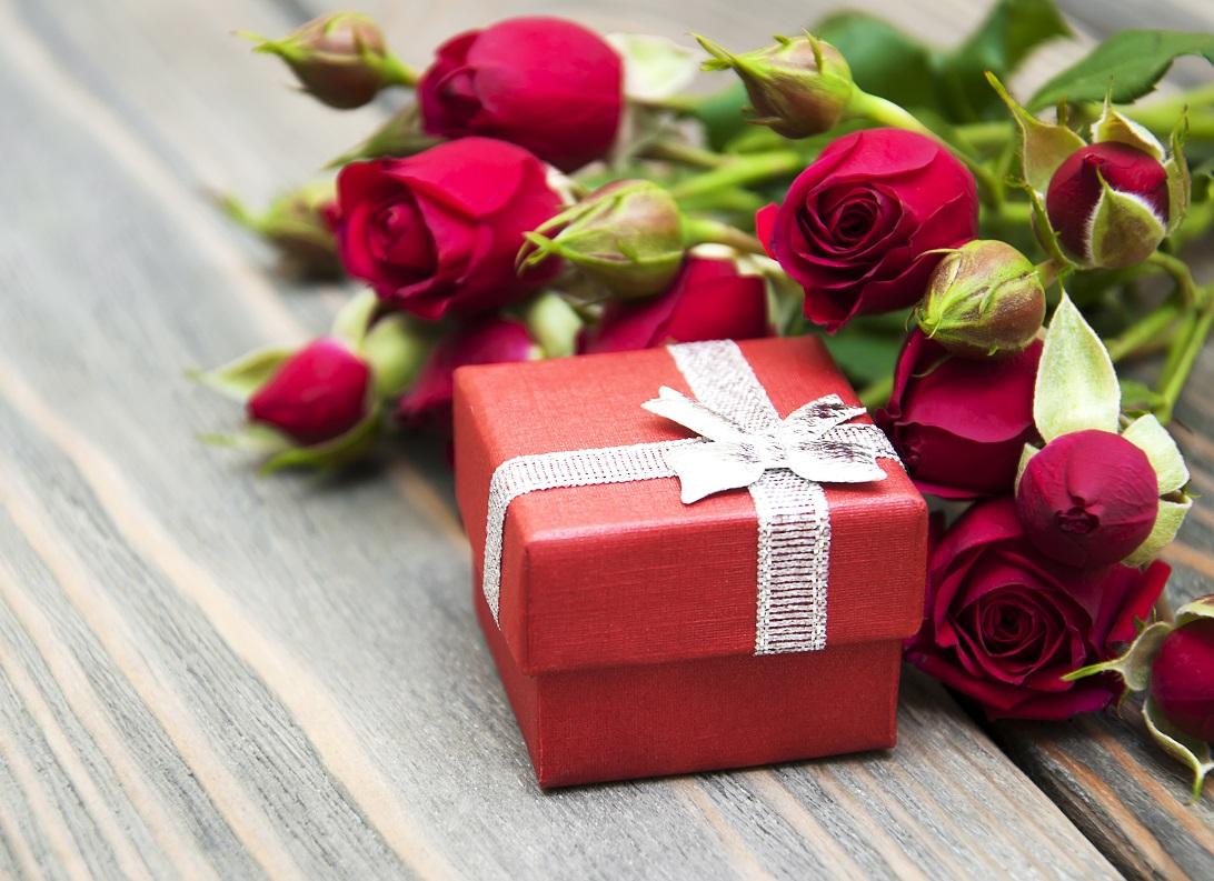 Поздравления подарки с днем рождения женщине красивые